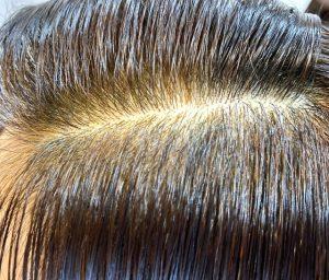 前髪のインディゴミックスで染めあがったところ